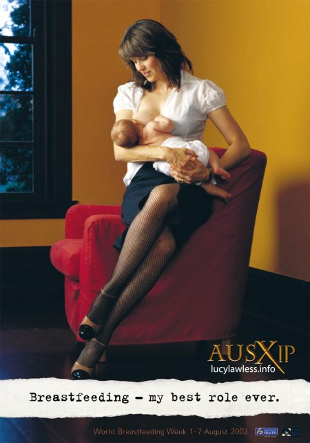 lucy-lawless-breastfeeding